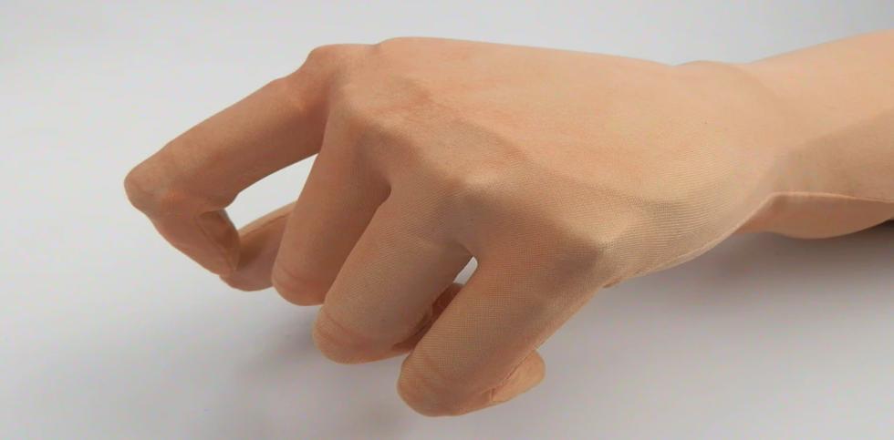 VINCENTgloveДвухкомпонентные перчатки состоят из защитной оболочки и косметического покрытия. Для защиты от брызг воды обе части обладают водоотталкивающими свойствами. Косметические перчатки подходят для любого типа протезов и надеваются на протез для увеличения его косметичности.